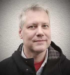 Fredrik-allvarig1FÄRG